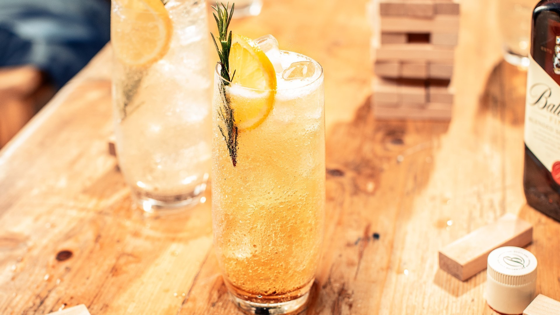 ballantines finest session soda whisky cocktail
