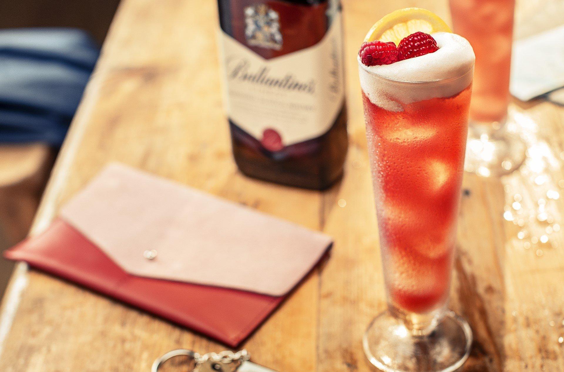 Ballantine's Finest Sunny Scotland Drink