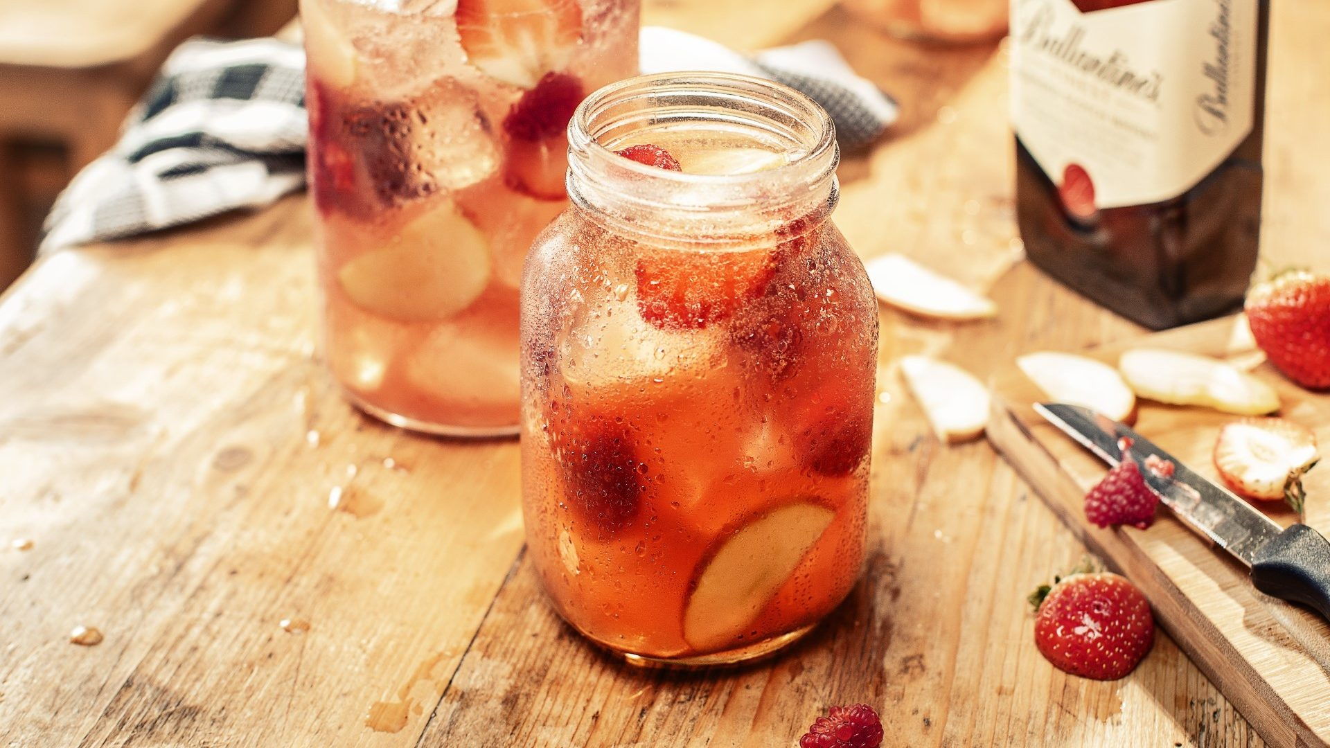 ballantines-finest-stay-berry-pitcher-drink-aspect-ratio-16-9
