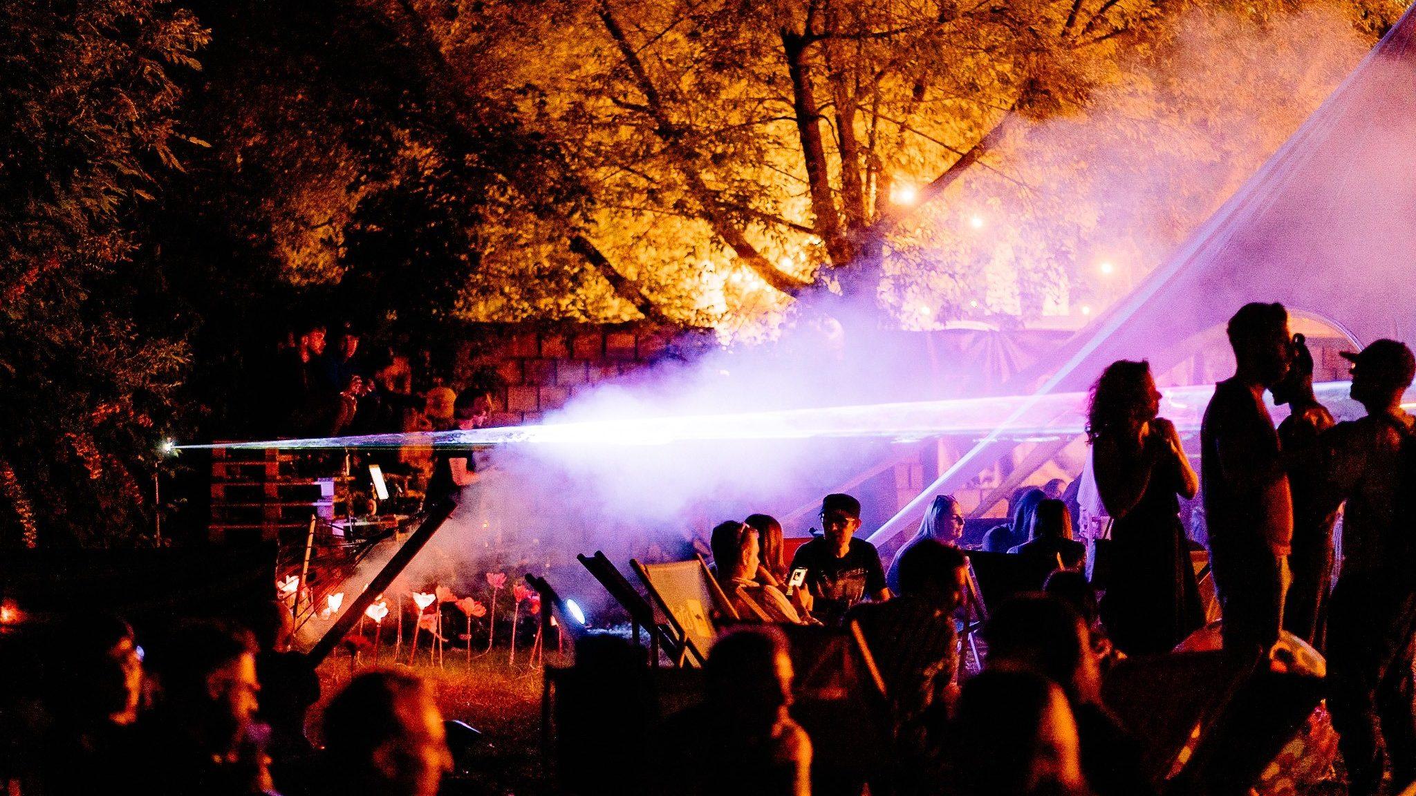 ballantines boiler room zabawa at night aspect ratio 16 9